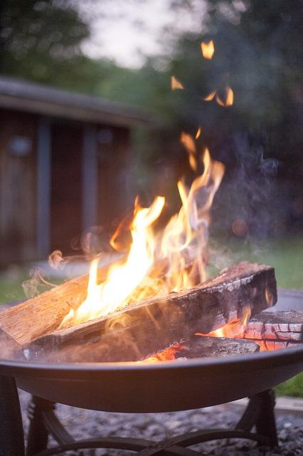 camping-700215_640